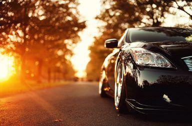هل تصبح السيارات السوداء أكثر سخونة في الصيف ركن السيارة في مكان حار تحت أشعة الشمس التكييف في السيارات علاقة لون السيارة بالحفاظ على البيئة