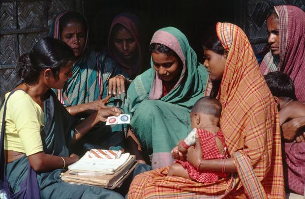 العلاقة بين وفيات الاطفال و زيادة النمو السكاني : مفتاح حل لازمة النمو السكاني !
