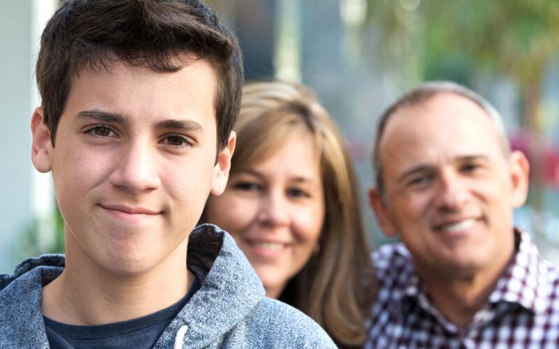 هل بدأ طفلك مراهقته أم لا؟ إليك طريقة معرفة ذلك - كيف تتحقق إذا ما بدأ طفلك مرحلة المراهقة أم لا؟- دخول الطفل لمرحلة المراهقة