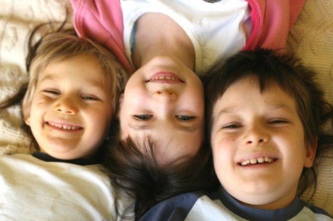 متلازمة الطفل الأوسط  ، هل يؤثر ترتيب ولادتك بين اخوتك على صفاتك ؟