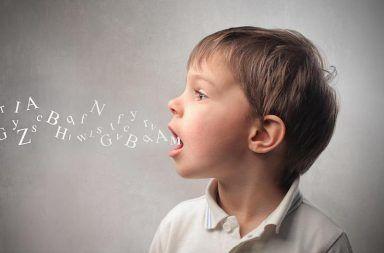 تعذر الأداء النطقي في مرحلة الطفولة: الأعراض والأسباب والعلاج صعوبة في تنسيق الحركات الشفوية المعقدة صعوبة في النطق صعوبة في الكلام