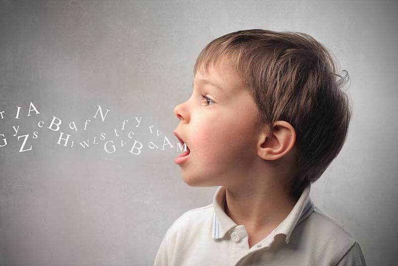 تعذر الأداء النطقي في مرحلة الطفولة: الأعراض والأسباب والعلاج