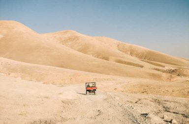 ماذا يوجد تحت الكثبان الرملية في الصحاري الحارقة؟ - إن أكثر الصحاري على الأرض ليست مغطاة بالرمال - كميات هائلة من الرمال - كيف تكونت الصحراء