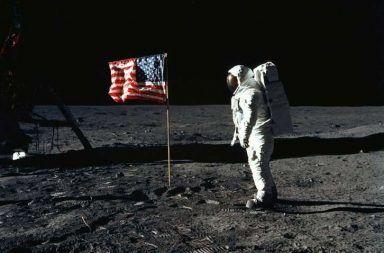 رحلات أبولو للقمر برنامج أبولو نظرة عامة عن رحلة أبولو 11 أرمسترونغ كيف وصلت أمريكا إلى القمر الهبوط على سطح القمر العودة إلى الأرض
