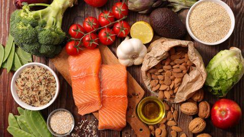 4 طرق يخبرك بها جسمك عن نقص الفيتامينات - نحدد مدى عوز بعض المواد المغذية دون أن القيام باختبار الدم - علامات نقص الفيتامين على الجلد والشعر