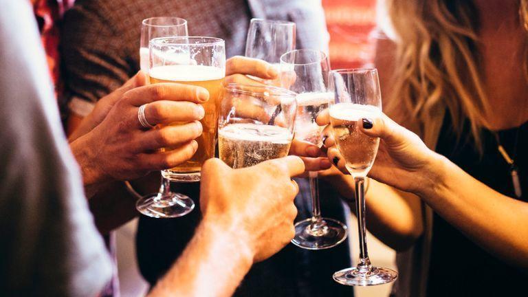 ما الفرق بين معاقرة الكحول و إدمان الكحول ؟