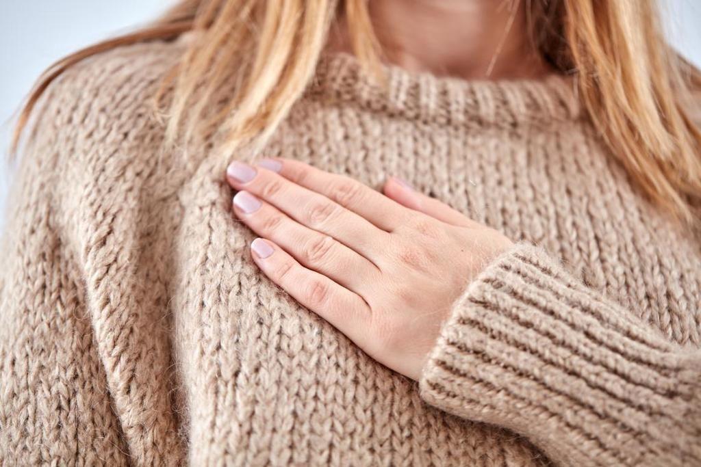 ما الذي يسبب ألم الثدي قبل الدورة الشهرية؟